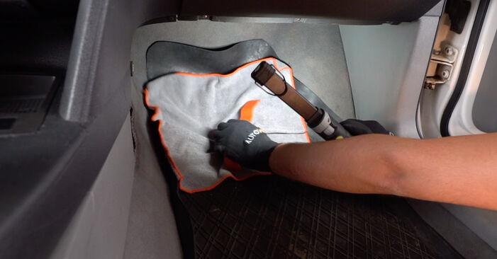 VW CADDY 2011 Utastér levegő szűrő lépésről lépésre csere útmutató