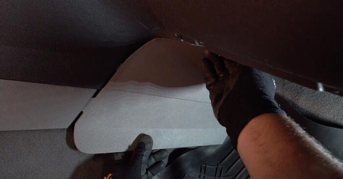 Mennyi ideig tart a csere: Utastér levegő szűrő VW Caddy 3 2012 - tájékoztató PDF útmutató