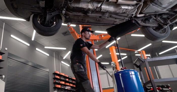 Austauschen Anleitung Kraftstofffilter am VW Caddy 3 2014 1.9 TDI selbst