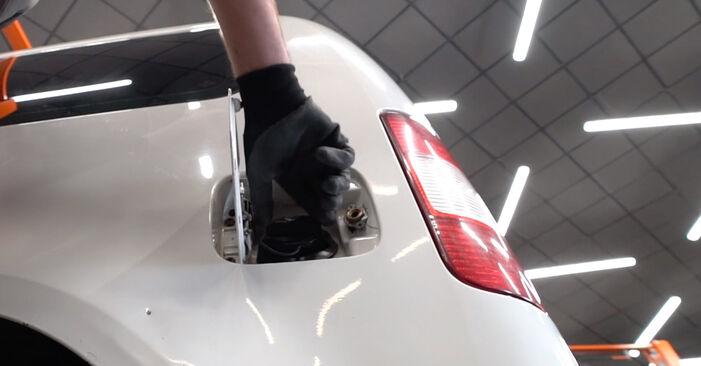Tausch Tutorial Kraftstofffilter am VW Caddy III Kombi (2KB, 2KJ, 2CB, 2CJ) 2004 wechselt - Tipps und Tricks