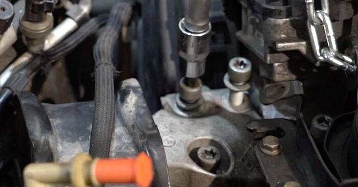 Steg-för-steg-rekommendationer för att byta Peugeot 307 SW 2000 2.0 HDi 135 Vattenpumpar + Kamremssats på egen hand
