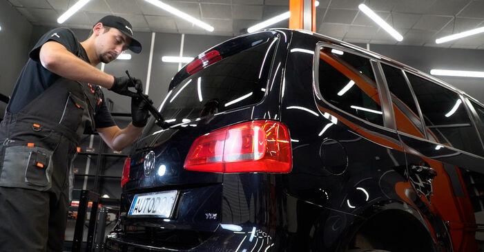 Bytt Vindusviskere på VW TOURAN (1T3) 1.4 TSI EcoFuel 2013 selv