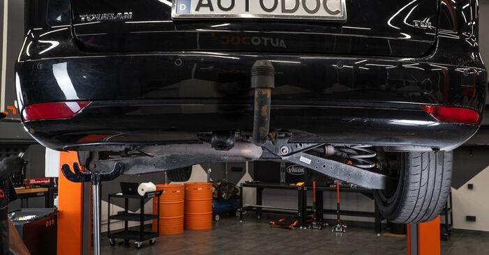 Kaip nuimti VW TOURAN 1.2 TSI 2014 Amortizatorius - nesudėtingos internetinės instrukcijos