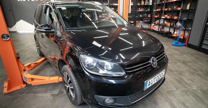 Pasikeiskite VW TOURAN (1T3) 1.4 TSI 2012 Amortizatorius patys - internetinė instrukcija