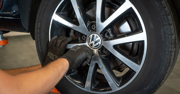 Savarankiškas VW TOURAN (1T3) 1.4 TSI EcoFuel 2013 Amortizatorius keitimas