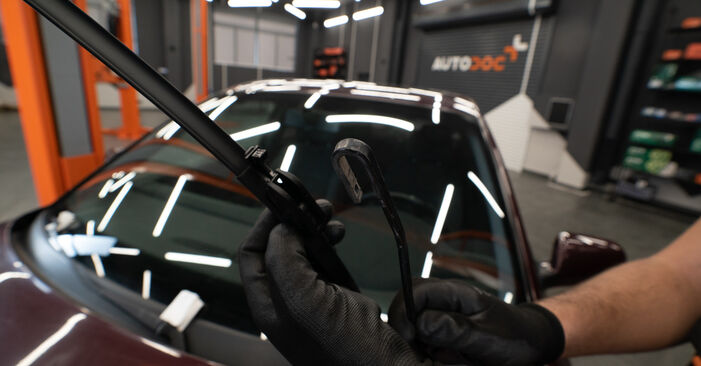 Changing Wiper Blades on AUDI A3 Hatchback (8L1) S3 1.8 quattro 1999 by yourself