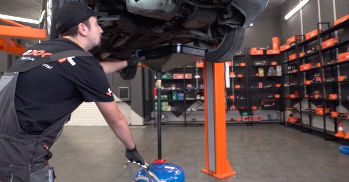 Wie AUDI A3 1.8 2000 Ölfilter ausbauen - Einfach zu verstehende Anleitungen online