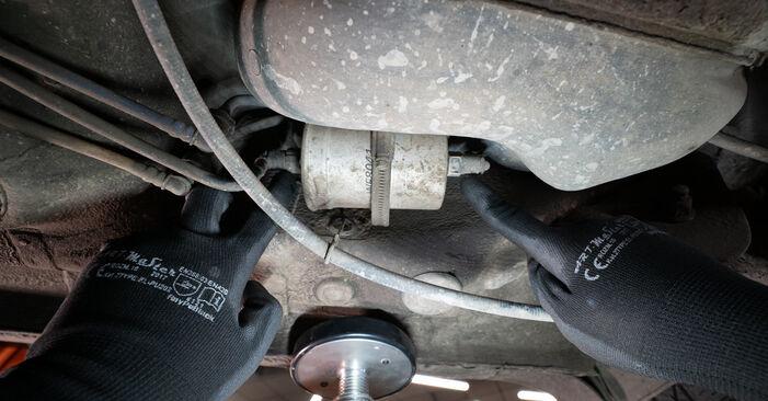 Wie AUDI A3 1.8 2000 Kraftstofffilter ausbauen - Einfach zu verstehende Anleitungen online