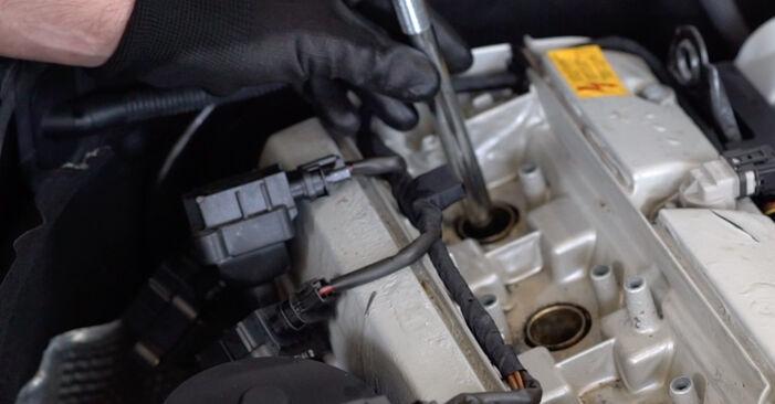 Austauschen Anleitung Zündkerzen am Mercedes W203 2002 C 220 CDI 2.2 (203.006) selbst