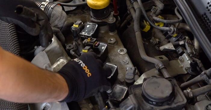 500 / 595 / 695 Hatchback (312_) 1.4 (312.AXZ11) 2019 Zapalovacia sviečka svojpomocná výmena vďaka návodu z našej dielne