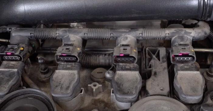Wie man VW GOLF 1.4 2007 Zündkerzen austauscht - Eingängige Anweisungen online