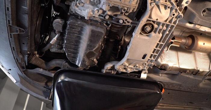 Kuinka poistaa VW GOLF 1.4 2007 -auton Öljynsuodatin - helposti seurattavat online-ohjeet