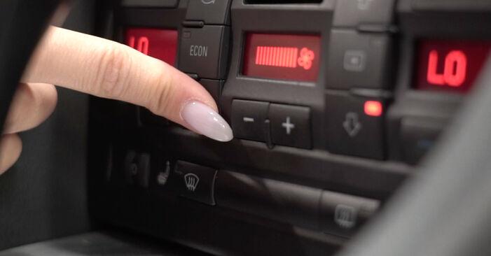 Tausch Tutorial Innenraumfilter am AUDI A4 Limousine (8EC, B7) 2006 wechselt - Tipps und Tricks