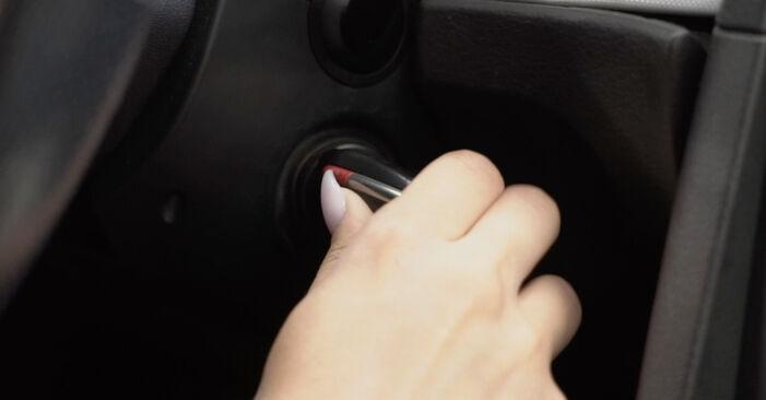 Schritt-für-Schritt-Anleitung zum selbstständigen Wechsel von Audi A4 B7 Limousine 2007 2.0 Innenraumfilter