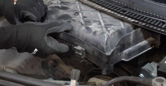 Wechseln Innenraumfilter am AUDI A4 Limousine (8EC, B7) 2.0 TFSI quattro 2007 selber