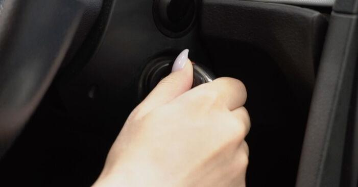 Innenraumfilter am AUDI A4 Limousine (8EC, B7) 1.8 T 2004 wechseln – Laden Sie sich PDF-Handbücher und Videoanleitungen herunter