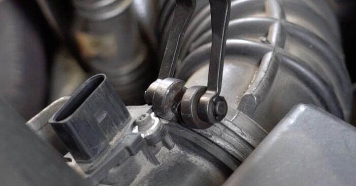 Luftfilter Audi A4 B7 Limousine 2.0 TDI 2006 wechseln: Kostenlose Reparaturhandbücher
