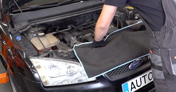 FORD FOCUS 1.6 TDCi Oil Filter replacement: online guides and video tutorials