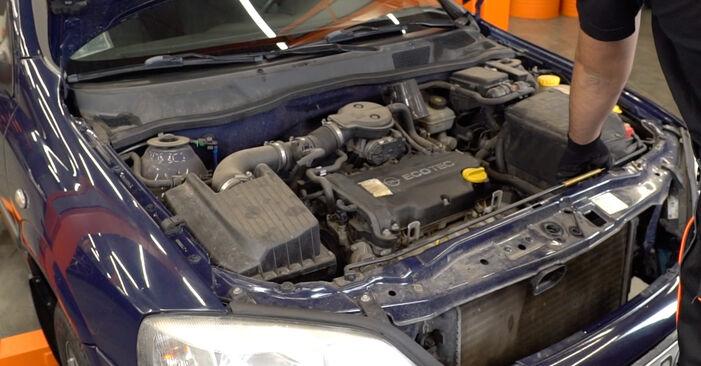 Wie Zündkerzen Opel Astra g f48 1.6 16V (F08, F48) 1998 tauschen - Kostenlose PDF- und Videoanleitungen