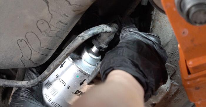 A4 Sedaan (8EC, B7) 2.0 2005 Kütusefilter DIY töökoja vahetamiskäsiraamat