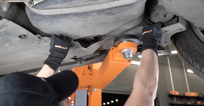 Audi A4 B7 Sedaan 1.9 TDI 2006 Kütusefilter vahetamine: tasuta töökoja juhendid