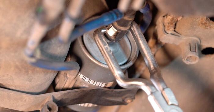Svojpomocná výmena Palivový filter na OPEL Astra G CC (T98) 2.0 DTI 16V (F08, F48) 2001