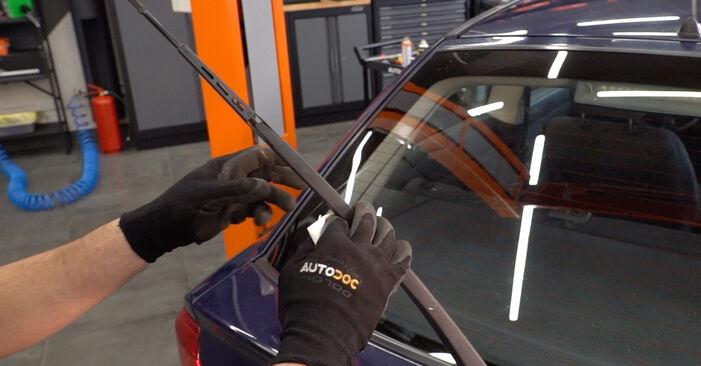 Sustitución de Escobillas de Limpiaparabrisas en un Opel Astra g f48 1.6 (F08, F48) 2000: manuales de taller gratuitos