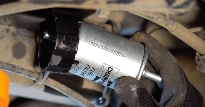 Kraftstofffilter am RENAULT MEGANE II Stufenheck (LM0/1_) 1.5 dCi (LM0F, LM0T, LM2B) 2006 wechseln – Laden Sie sich PDF-Handbücher und Videoanleitungen herunter