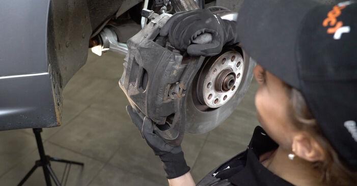 Tausch Tutorial Bremsscheiben am AUDI A4 Limousine (8EC, B7) 2006 wechselt - Tipps und Tricks