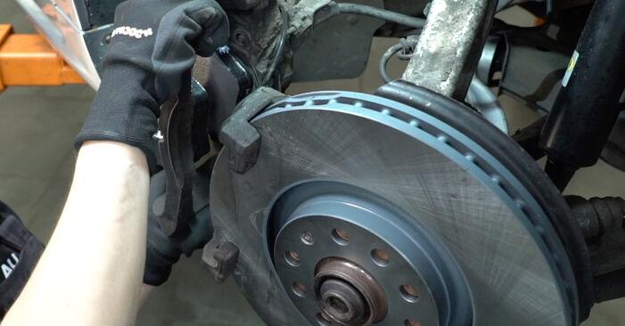 Išsamios Audi A4 B7 Sedanas 2007 2.0 Stabdžių diskas keitimo rekomendacijos