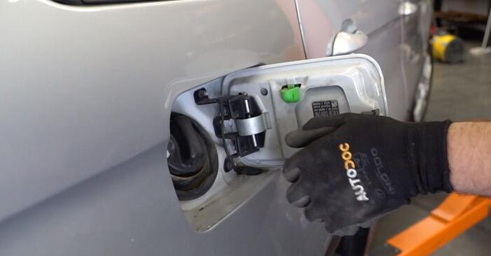 Wie Kraftstofffilter BMW E53 3.0 d 2000 tauschen - Kostenlose PDF- und Videoanleitungen