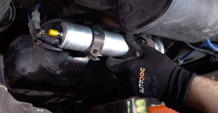 Zweckdienliche Tipps zum Austausch von Kraftstofffilter beim BMW X5 (E53) 4.4 i 2006