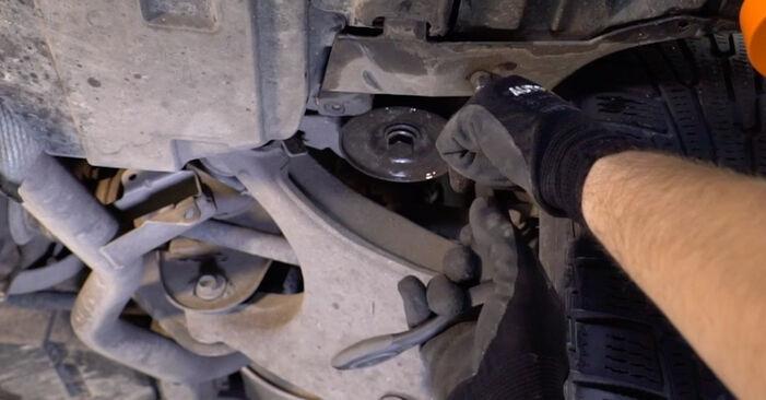 Wie schwer ist es, selbst zu reparieren: Kraftstofffilter BMW E53 3.0 i 2006 Tausch - Downloaden Sie sich illustrierte Anleitungen