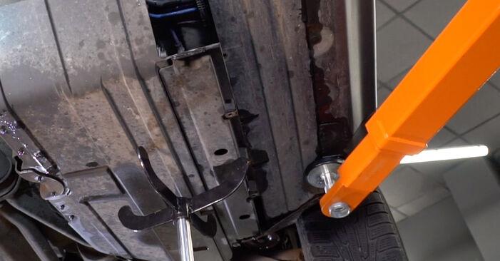 Kraftstofffilter beim BMW X5 4.4 i 2007 selber erneuern - DIY-Manual