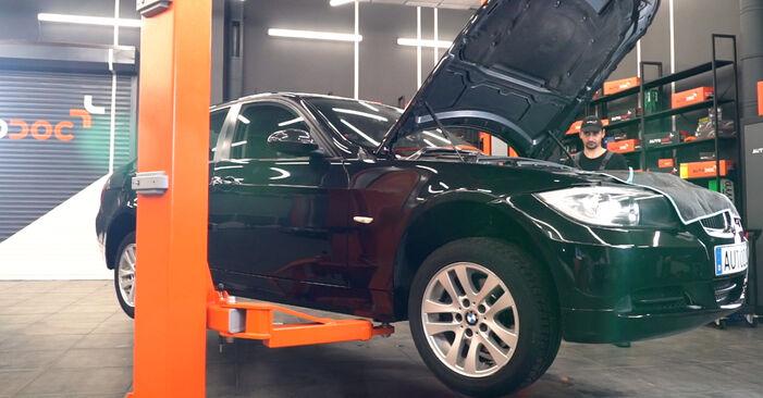 Wie Kraftstofffilter beim BMW E90 2006 gewechselt werden - Unentgeltliche PDF- und Videoanweisungen