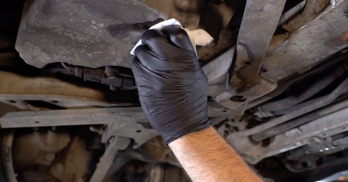 Ölfilter am BMW 3 Limousine (E90) 330d 3.0 2008 wechseln – Laden Sie sich PDF-Handbücher und Videoanleitungen herunter