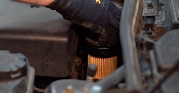 Austauschen Anleitung Ölfilter am BMW E90 2006 320d 2.0 selbst