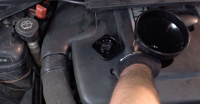 Tausch Tutorial Ölfilter am BMW 3 Limousine (E90) 2008 wechselt - Tipps und Tricks