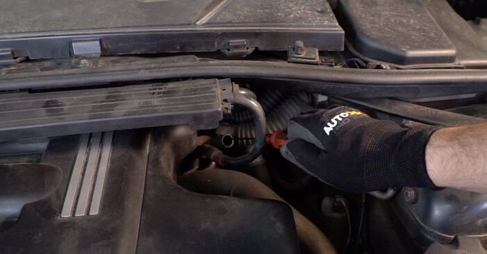Patstāvīga BMW 3 Sedan (E90) 318d 2.0 2003 Eļļas filtrs nomaiņa - tiešsaistes pamācība