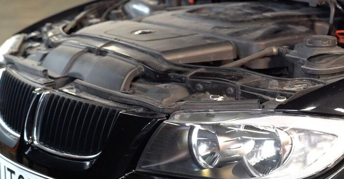 Wechseln Ölfilter am BMW 3 Limousine (E90) 318i 2.0 2006 selber