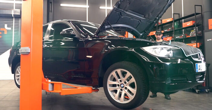 Cik grūti ir veikt Eļļas filtrs nomaiņu BMW E90 325d 3.0 2009 - lejupielādējiet ilustrētu ceļvedi