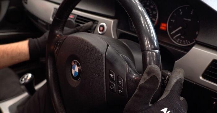 Kā nomainīt Stikla tīrītāja slotiņa BMW E90 2004 - bezmaksas PDF un video rokasgrāmatas