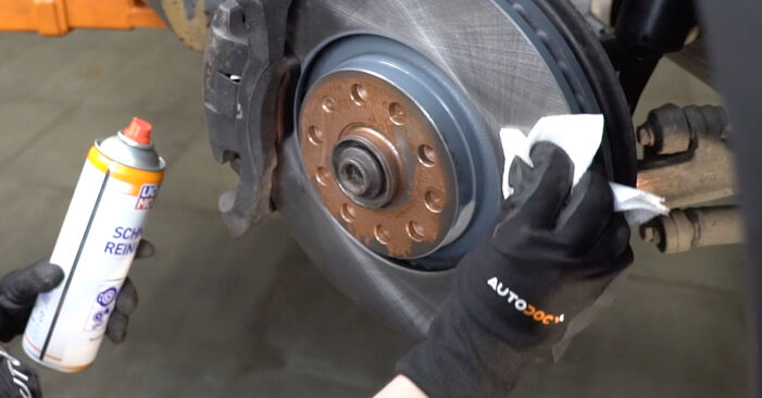 Replacing Brake Pads on Audi A4 B7 Saloon 2004 2.0 TDI 16V by yourself