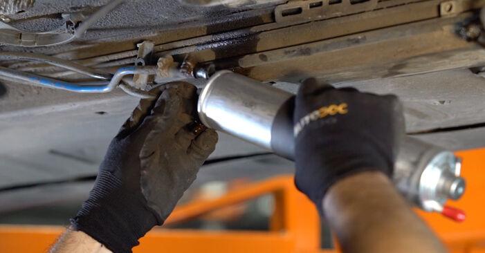 Kā nomainīt BMW 3 Cabrio (E46) 2002 Degvielas filtrs - padomi un ieteikumi