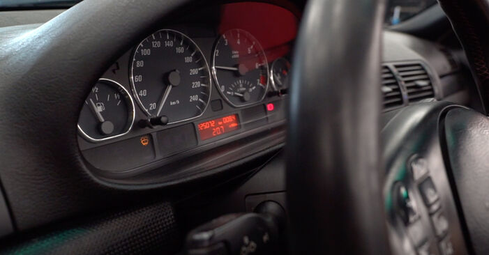 Wie schwer ist es, selbst zu reparieren: Kraftstofffilter BMW e46 Cabrio 320Cd 2.0 2004 Tausch - Downloaden Sie sich illustrierte Anleitungen