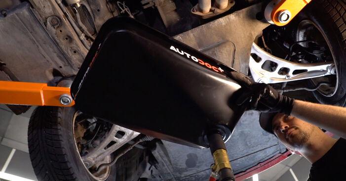 Kā noņemt BMW 3 SERIES 323Ci 2.5 2002 Degvielas filtrs - viegli izpildāmas tiešsaistes instrukcijas