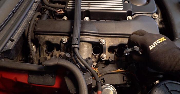 Wie BMW 3 SERIES 323Ci 2.5 2002 Zündkerzen ausbauen - Einfach zu verstehende Anleitungen online