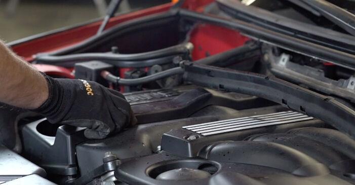 Austauschen Anleitung Zündkerzen am BMW e46 Cabrio 2000 330Ci 3.0 selbst