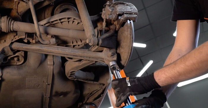 Wie schwer ist es, selbst zu reparieren: Stoßdämpfer BMW 3 Touring (E46) 330xd 2.9 2004 Tausch - Downloaden Sie sich illustrierte Anleitungen