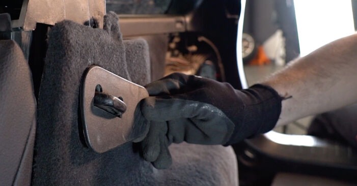 Schritt-für-Schritt-Anleitung zum selbstständigen Wechsel von BMW 3 Touring (E46) 2003 330d 3.0 Stoßdämpfer
